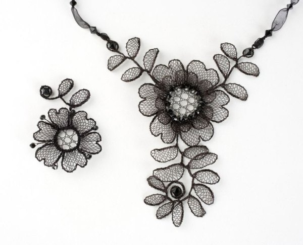 Black Chantilly Pendants