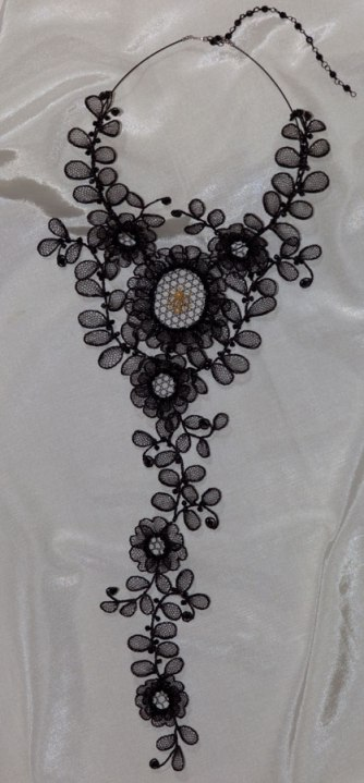 Large Chantilly Necklace
