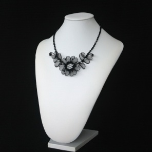 chantilly necklace - small flower